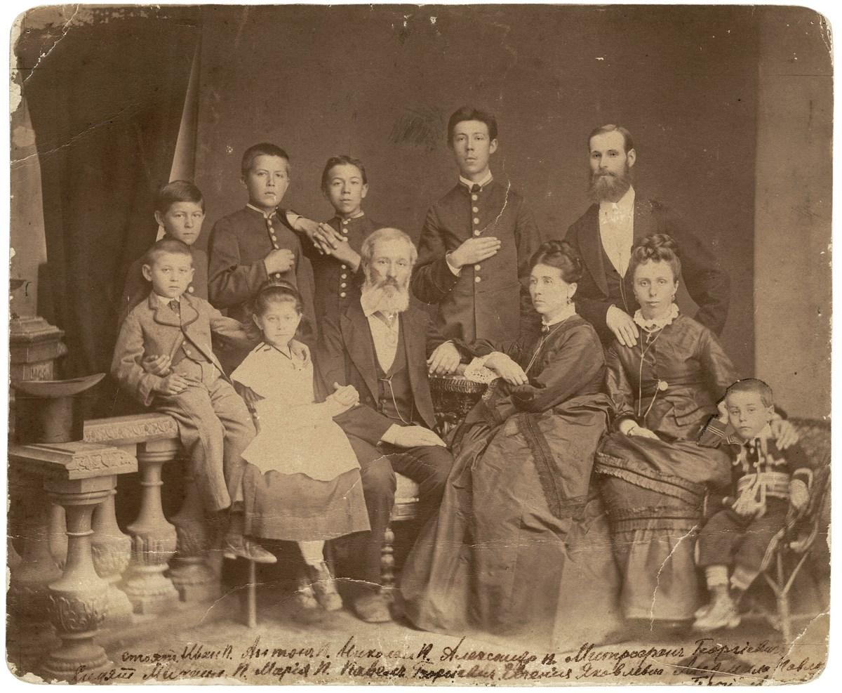 Семья Чеховых. Фотография 1874 г.
